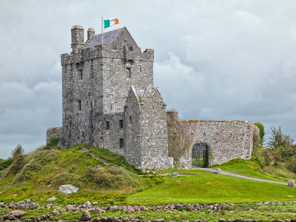 Landmark Dunguaire Castle