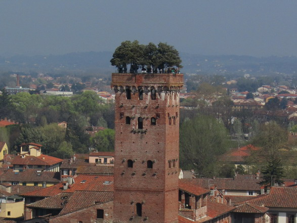 Landmark Guinigi Tower