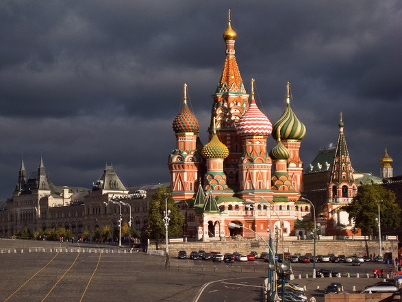 Saint basil cathedral moscow russia for Famous landmarks in russia